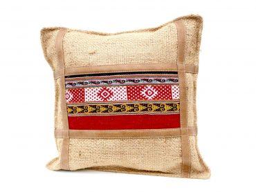 Funda de cojín en yute con telar bordado a mano