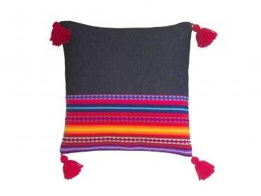 Funda de cojín en denim con telar andino