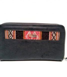Billetera de biocuero negro con cierre y detalle de telar andino