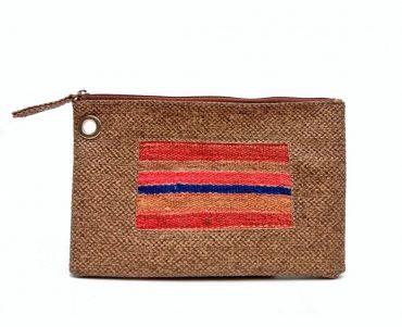 Porta cosmeticos en charol  y detalle de cinta de telar andino
