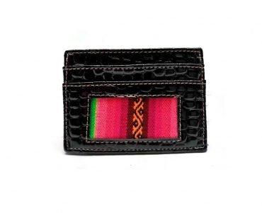 Tarjetero doble en charol color negro y detalle telar andino